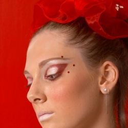 Photographer: Grigori Linshiz Makeup: Liza Unaev